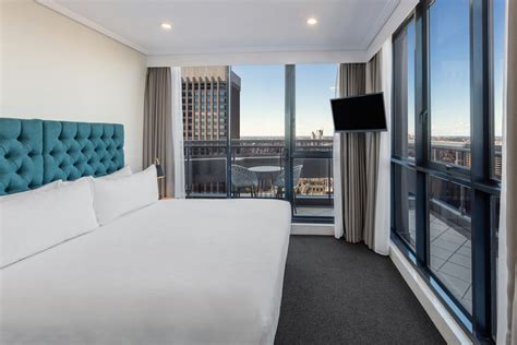 hotels that offer 2 bedroom suites three bedroom east suite pitt street sydney meriton suites