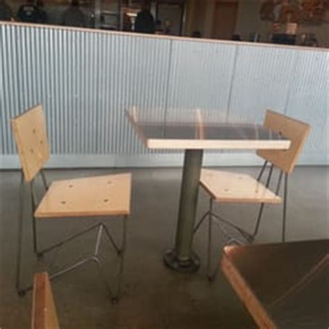 Mexican Table Ls by Chipotle Mexican Grill Mexican 890 Lancaster Dr Ne