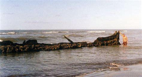 soñar con un barco hundido foto de 1990 con el sr eugenio manera en la proa