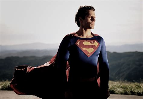 actor in superman movie 2013 superman henry cavill dons christopher reeve suit in test