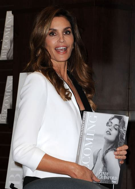 becoming cindy crawford 0847846199 cindy crawfoed at becoming cindy crawford book signing at barnes noble in los angeles 10 15