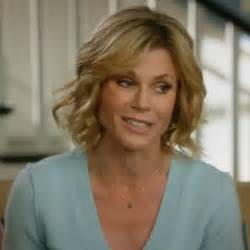modern family hairstyles claire dunphy hairstyle claire dunphy s sweaters