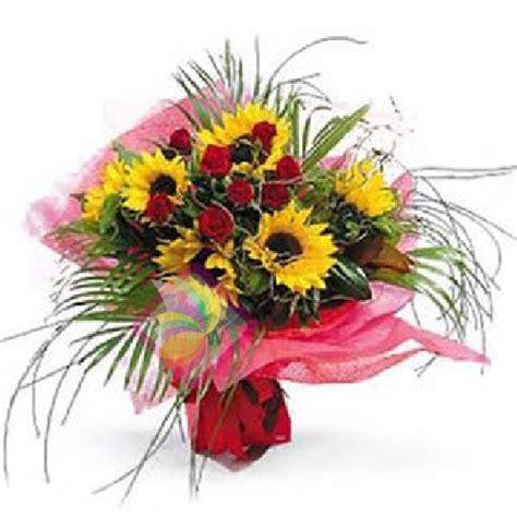 mazzi di fiori con girasoli sole e stelle spediamo fiori dolci e regali a domicilio