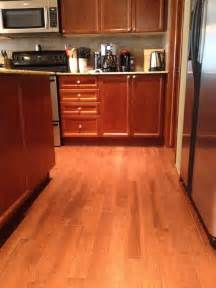 Wood Floor Ideas For Kitchens by Kitchen Flooring Ideas Decobizz Com