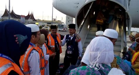Ac 1 2 Pk Di Padang 2 705 jamaah haji telah tiba di padang okezone news