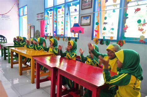 Buku Belajar Sholat Sambil Mewarnai tk riyadul falah belajar sambil bermain desa ciparigi