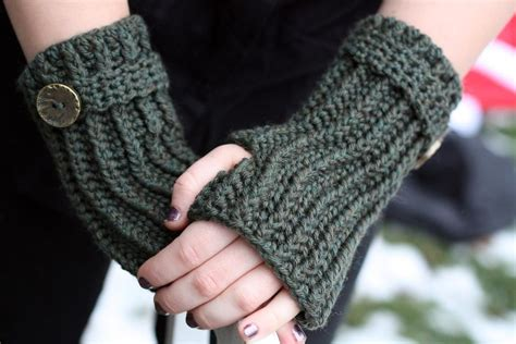 Free Pattern For Crochet Fingerless Gloves | free crochet patterns for fingerless gloves crochet and