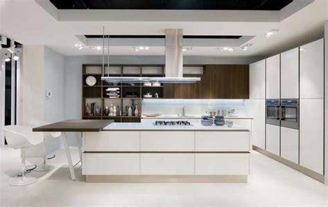 immagini di cucine moderne con isola modelli di cucine con isola moderne aggiunto tavoli legno