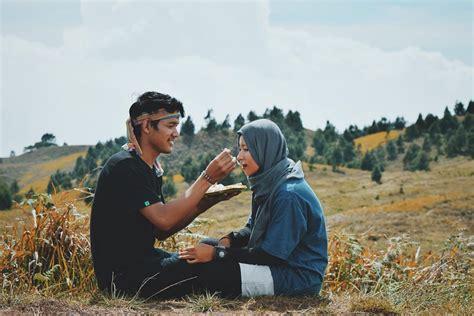 foto  buktikan  cowok pendaki emang romantis abis