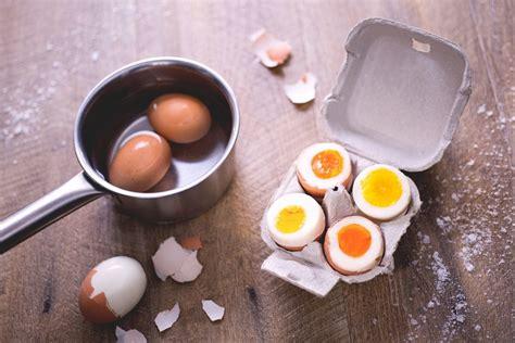 come cucinare l uovo alla coque come cucinare le uova le ricette di giallozafferano