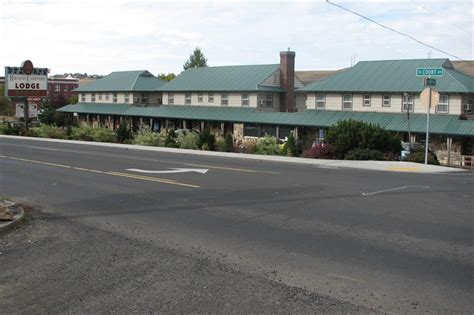 rugged country lodge pendleton former pioneer motel rugged country lodge pendleton oregon photos then and now on