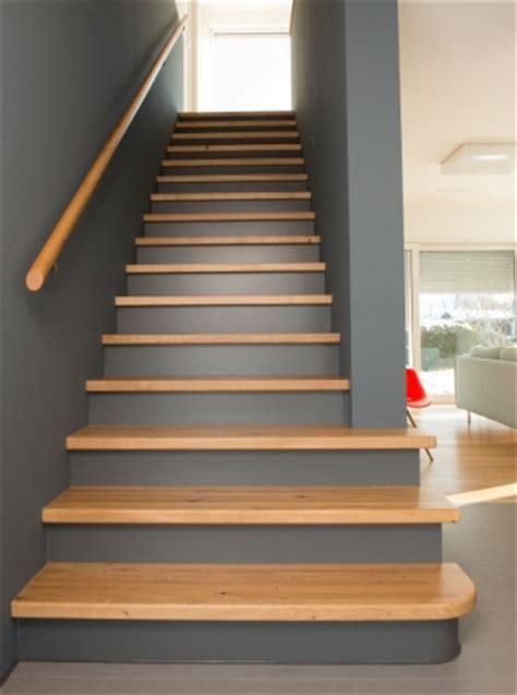 Podesttreppe Mit Wand by Wiehl Treppen Aufgesattelte Treppen