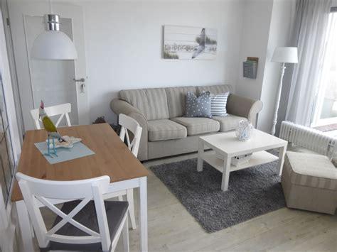 wohnzimmer maritim ferienwohnung mit meerblick maritim hell und modern