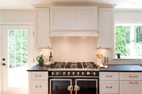 Black and white kitchen cottage kitchen hampton design
