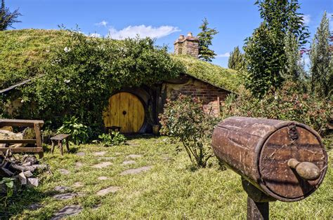 build  magical hobbit house    days