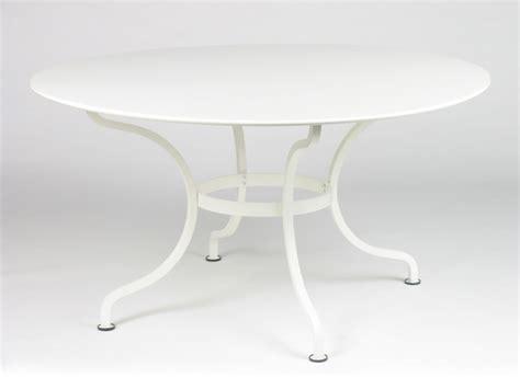 table de jardin resine blanche table de jardin ronde esth 233 tique symbolique pratique