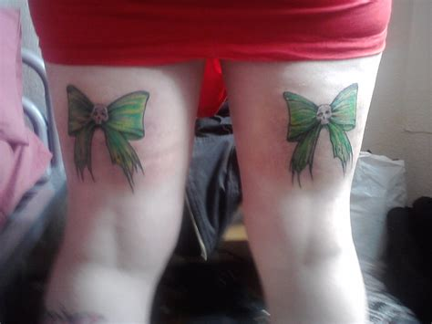 bow thigh tattoo green bows back thigh tattoos