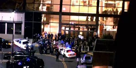 jersey mall shooting police search  gunman