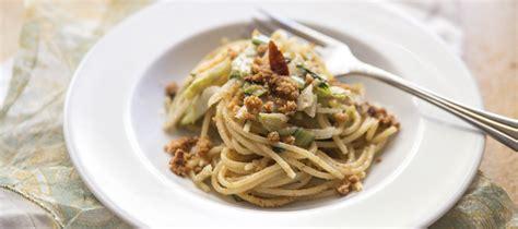 cucinare le puntarelle ricetta spaghetti puntarelle e acciughe agrodolce