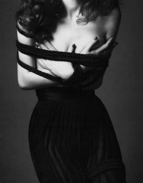 #GothicPhotography | Karen elson, Elegant fashion