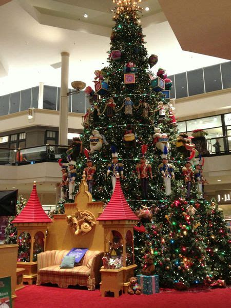 christmas displays near king of prussia betcha didn t this about the kop mall s decor racked philly