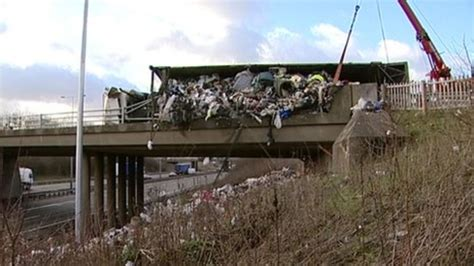M6 Sheds by Overturned Lorry Sheds Load On M6 News