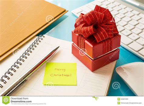 red gift box  sticky note  merry christmas message stock image image  giving sticky