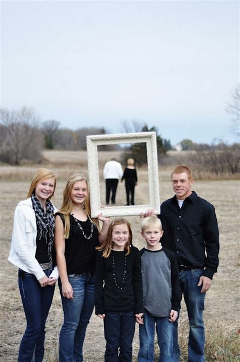 themes for family pictures 20 fun and creative family photo ideas hative