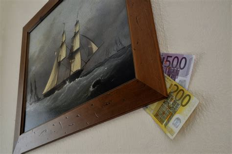 geldverstecke im haus schrank matratze welche geldverstecke einbrecher