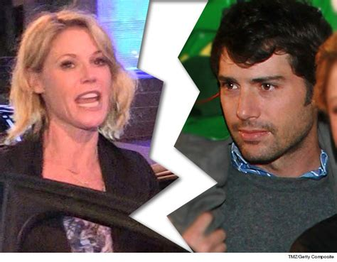 Heches Husband Files For Divorce Snarky Gossip by Julie Bowen Officially Files For Divorce From Husband