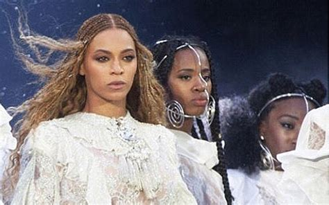 It Pays To Be Related To Beyonce by Beyonc 233 Pays Tribute To Victims Of Violence