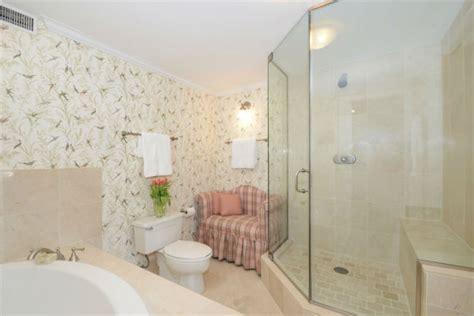 elizabeth on the bathroom floor photos see inside queen elizabeth s chicago condo