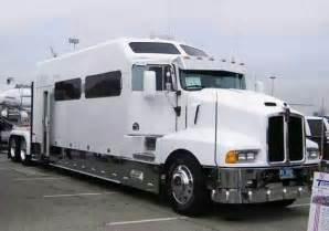 kenworth t600 with a big studio sleeper rigs