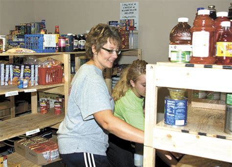 Food Pantry Rogers Ar by Food Pantry Steps In To Help Local Living On The