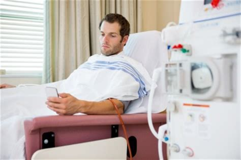 nierenschmerzen beim liegen akutes nierenversagen ursache symptome behandlung
