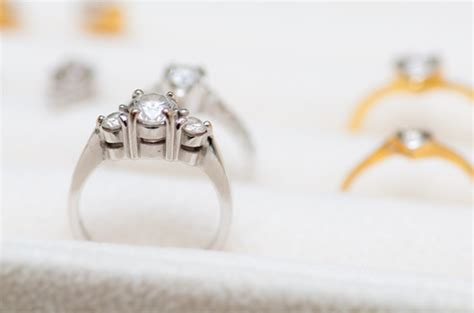 what is the difference between white gold platinum and