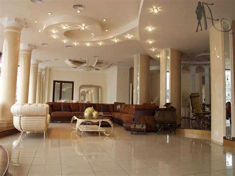 wohnzimmer decken ideen deckengestaltung im wohnzimmer erstaunliche abgeh 228 ngte
