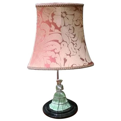 deco table light with porcelain figurine of a for