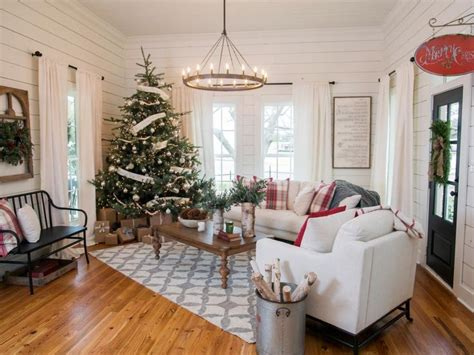 magnolia house bed and breakfast fixer upper renovation and holiday decor at magnolia