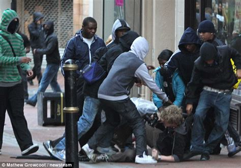 uk riots 2011 birmingham police set up cinema van to help shoppers identify looters daily