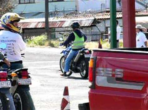 Bmw Motorrad Escuela De Manejo by Entrada En L Pr 225 Ctica De Conos En Moto Escuela Bmw Co
