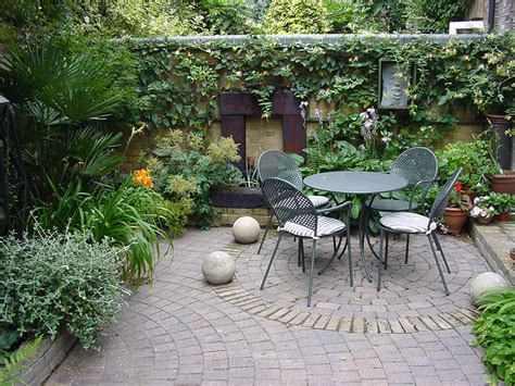 courtyard garden design small gardens and courtyards adam s bailey