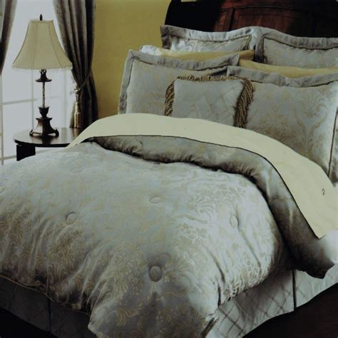 raymond waites lynwood 7 piece queen comforter bed in a