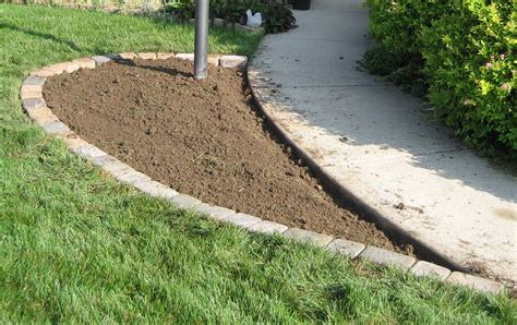 how to edge flower beds edging a flower bed 171 margarite gardens