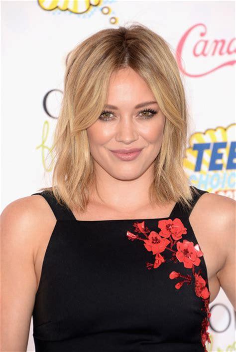 stylish celebrity hairstyle   short medium hair pretty designs