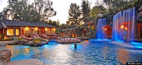 drakes house drake s house hip hop star buys party pad in hidden hills calif photos