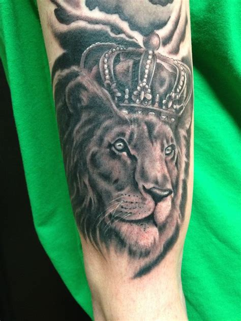 lion with a crown tattoo crown www mkeink done by jim francis