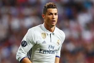 real madrid news cristiano ronaldo tells club to sign