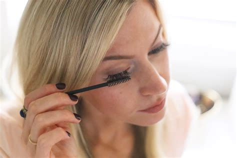 How To Apply Eye Lash Extensions by How To Apply Eyelash Extensions Yourself Apparel By