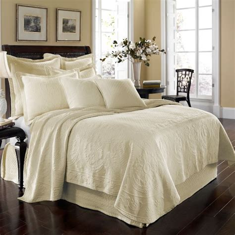 ivory king coverlet ivory king charles matelasse bedspread and coverlet